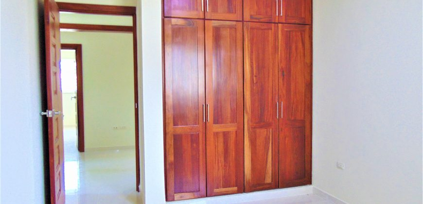 Casa de Dos Niveles Residencial Anamelia Higuey