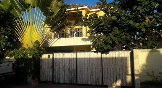 Casa de 2 niveles en Pueblo Bávaro por USD215,000 Negociable